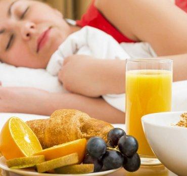 Conciliar el sueño con alimentación